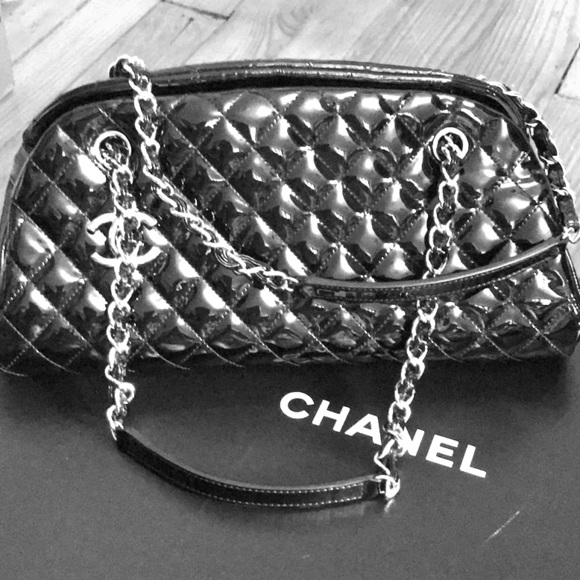 CHANEL Handbags - CHANEL Patent Leather. Excellent Condition 👛👛👛